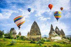 La grande attrazione turistica di Cappadocia - balloon il volo protezione immagini stock