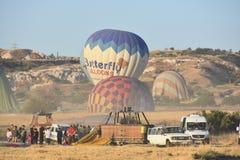 La grande attrazione turistica di Cappadocia - balloon il volo protezione Collina, bellezza fotografie stock