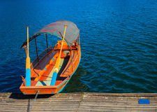 La grande barca di fila nel lago ha sanguinato, la Slovenia Fotografia Stock