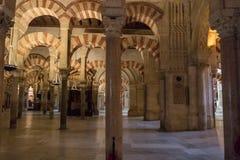 La grande cathédrale de mosquée de l'intérieur de Cordoue Images libres de droits
