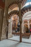 La grande cathédrale de mosquée de l'intérieur de Cordoue Images stock