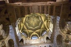 La grande cathédrale de mosquée de l'intérieur de Cordoue Image stock