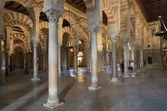La grande cathédrale de mosquée de l'intérieur de Cordoue Photo stock