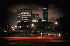 La grande città di Amburgo accende l'orizzonte di arte della lampadina di traffico immagine stock