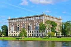 La grande costruzione sull'isola di Krestovsky sulla via di delegato, casa Immagine Stock Libera da Diritti