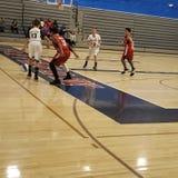 La grande défense Basket-ball de la jeunesse photographie stock libre de droits