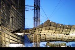La grande défense de La d'arche au district des affaires de Paris aux Frances de coucher du soleil photo stock