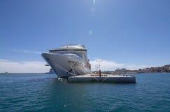 La grande fantaisie du bateau de croisi?re MSC a amarr? le port de Palma images libres de droits