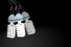 La grande lampada fluorescente con accende la luce ed oscilla Fotografia Stock