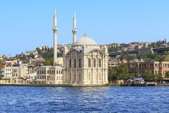 La grande mosquée de la mosquée de Medzhidiye Ortakey, Istanbul Photographie stock