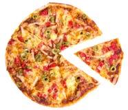 La grande pizza mangia la piccola parte di pizza Fotografie Stock