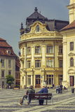 La grande place et la ville hôtel, Sibiu, Roumanie Photo stock