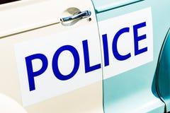 La grande polizia firma dal lato di un veicolo d'annata della pattuglia di Britannici Fotografie Stock