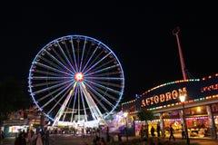 La grande roue et autre monte, parc de Prater, Vienne Photo libre de droits