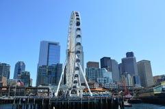 La grande roue et l'horizon de Seattle Images libres de droits