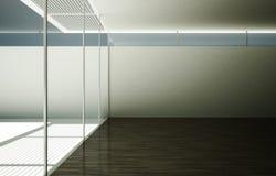 La grande salle légère vide avec la production des portes en verre images libres de droits