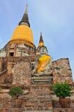La grande statua antica del buddha in vecchio tempiale rovinato Fotografie Stock Libere da Diritti