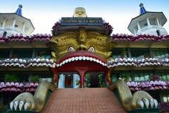 La grande statua di Buddha vicino scava il tempio Dambulla Sri Lanka Fotografie Stock