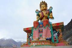 La grande statua di Maitreya Buddha in Ladakh, India fotografia stock libera da diritti