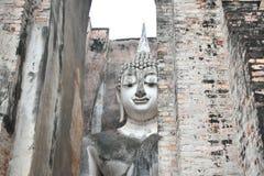 La grande statue de Bouddha dans le temple de copain de Sri est un site historique en parc historique de Sukhothai images stock