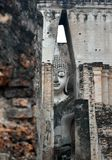 La grande statue de Bouddha dans le temple de copain de Sri est un site historique en parc historique de Sukhothai image stock