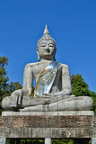 La grande statue de Bouddha et le ciel bleu Images libres de droits