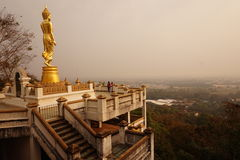 La grande statue debout de budda à Nan image libre de droits