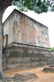 La grande statue du vieux bâtiment dans le temple de copain de Sri est un site historique en parc historique de Sukhothai photographie stock