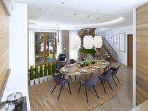 La grande table de salle à manger dans le secteur de cuisine Photos stock
