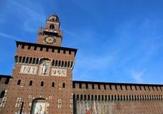 la grande torre di orologio del castello ha chiamato Castello Sforzesco in Milan Ita Fotografia Stock