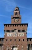 la grande torre di orologio del castello ha chiamato Castello Sforzesco a Milano Immagine Stock