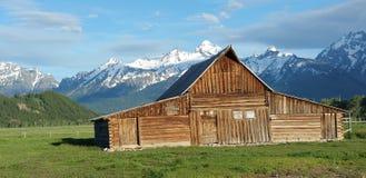 La grange abandonnée dans le Tetons, Etats-Unis Photographie stock libre de droits