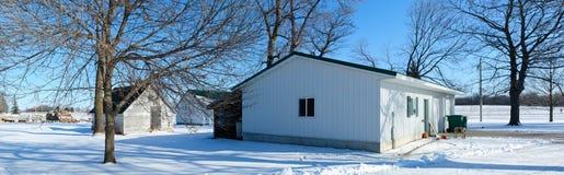 La granja vertió en invierno Fotos de archivo libres de regalías