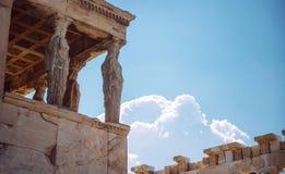 La Grecia, Atene, il portico antico di Caryatides Immagini Stock