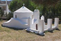La Grecia, IOS Il porto Una vecchia cappella fotografie stock