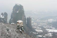 La Grecia. Meteora. Monastero innevato di Roussanou Immagini Stock