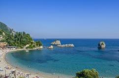 La Grecia - Parga - spiaggia marina ionica della città fotografie stock libere da diritti