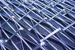 La griglia di ventilazione del metallo ha dipinto nero fondo, industriale immagine stock libera da diritti