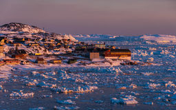 La Groenlandia sole- di mezzanotte Immagini Stock Libere da Diritti