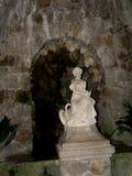 La grotta a Quinta da Regaleira è una proprietà situata vicino al centro storico di Sintra, Portogallo Fotografia Stock