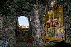 La grotte avec l'icône près de l'église de St Thekla dans Ayia N Image libre de droits