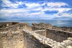 La grotte Catullus dans Sirmione au policier de lac image stock
