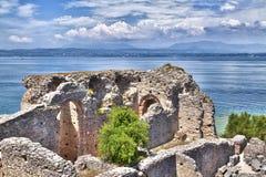 La grotte Catullus dans Sirmione au policier de lac Photo libre de droits