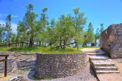 La grotte Catullus dans Sirmione au policier de lac photos stock