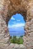 La grotte Catullus dans Sirmione au policier de lac image libre de droits
