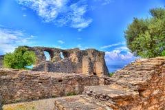 La grotte Catullus dans Sirmione au policier de lac photographie stock