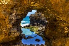 La grotte sur la grande route d'océan Photos stock