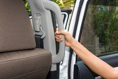La gru a benna interna dell'automobile tratta la scena Fotografie Stock