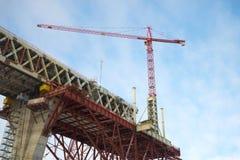 La gru sulla costruzione della sezione centrale del diametro ad alta velocità occidentale St Petersburg Immagine Stock Libera da Diritti