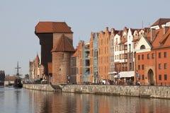 La grue médiévale de port à Danzig, Pologne Photographie stock